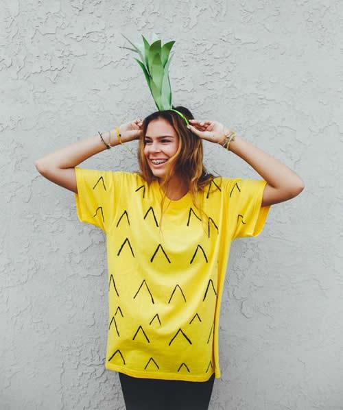 fantasia de carnaval abacaxi com camiseta amarela