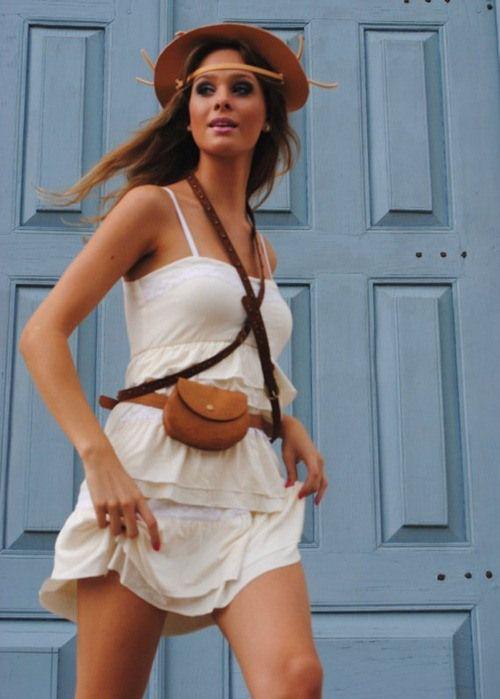 mulher com roupa de Maria Bonita