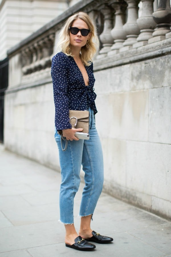 calça jeans e mule flat