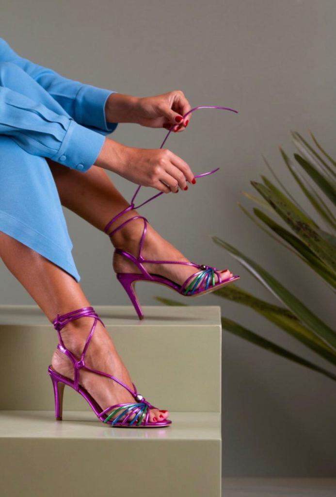 sapatos femininos roxo metalizado