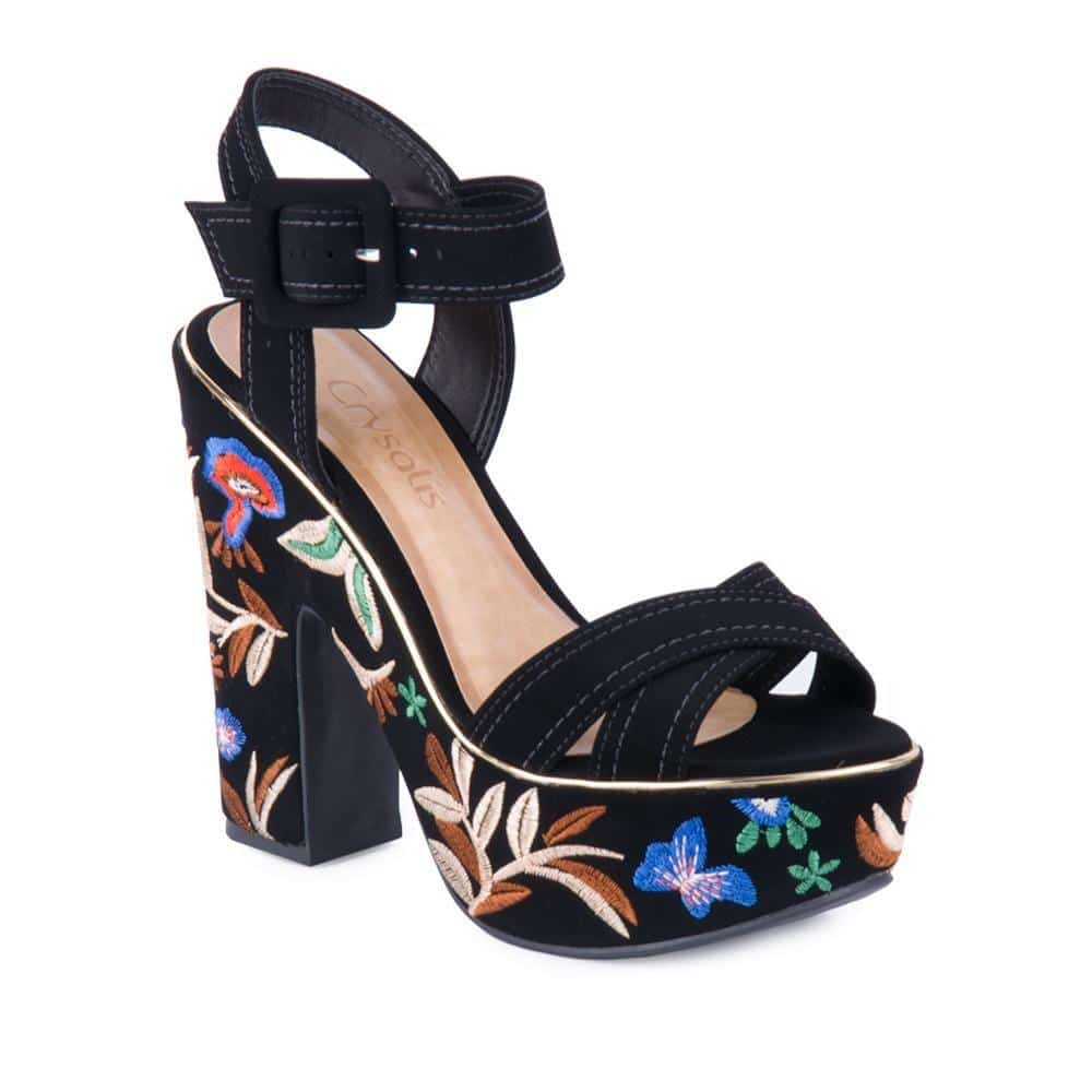 sapato feminino preto com salto bordado