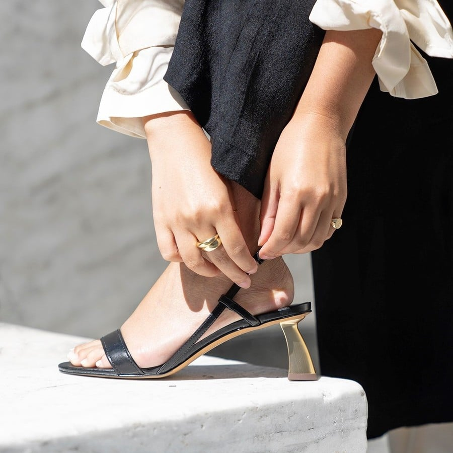 sapato feminino com salto de escultura