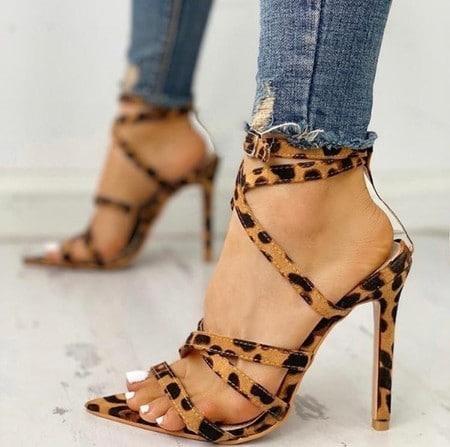 sapatos femininos com bico folha