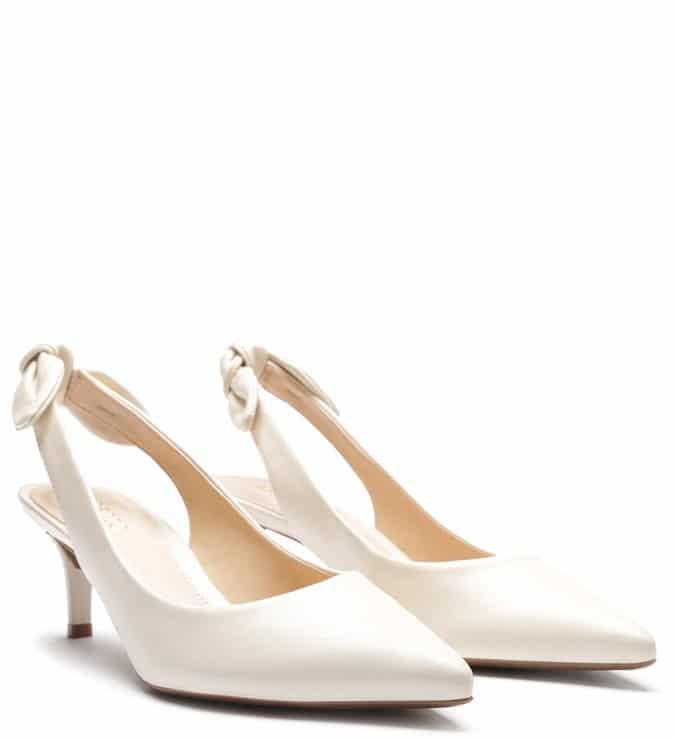 Sapato Arezzo branco salto fino
