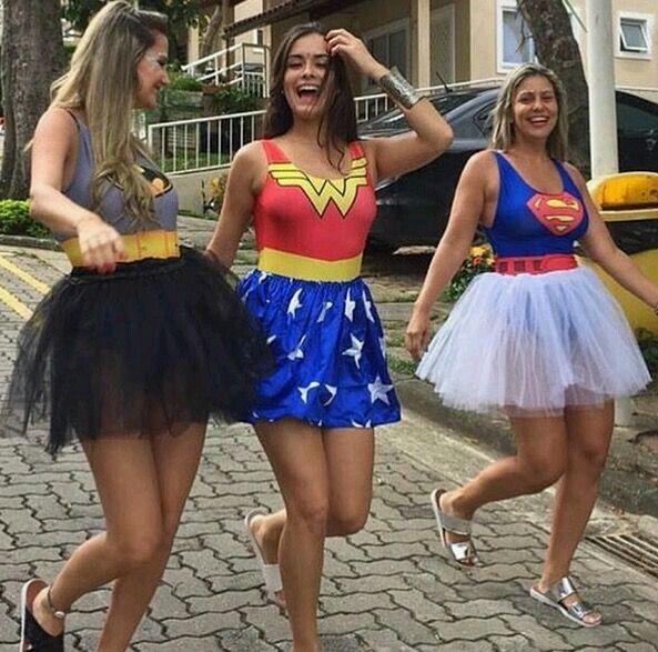 amigas no carnaval super heroinas