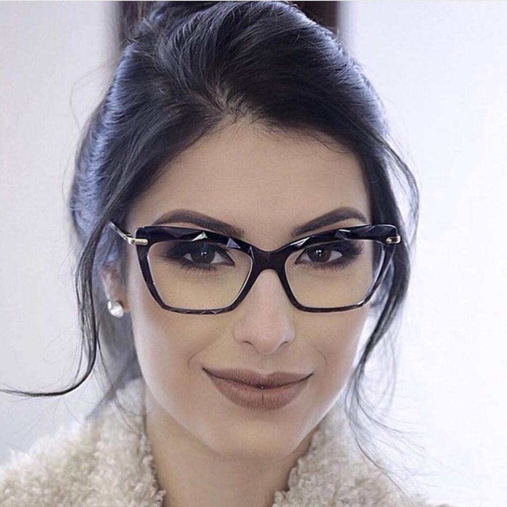 óculos com armação retangular