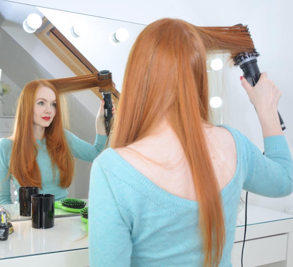 mulher com cabelo longo liso
