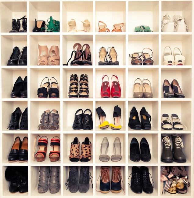 como organizar sapatos em nichos