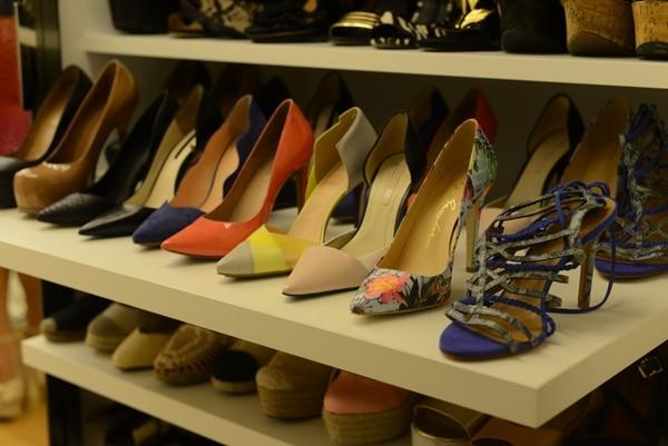 como organizar sapatos na prateleira