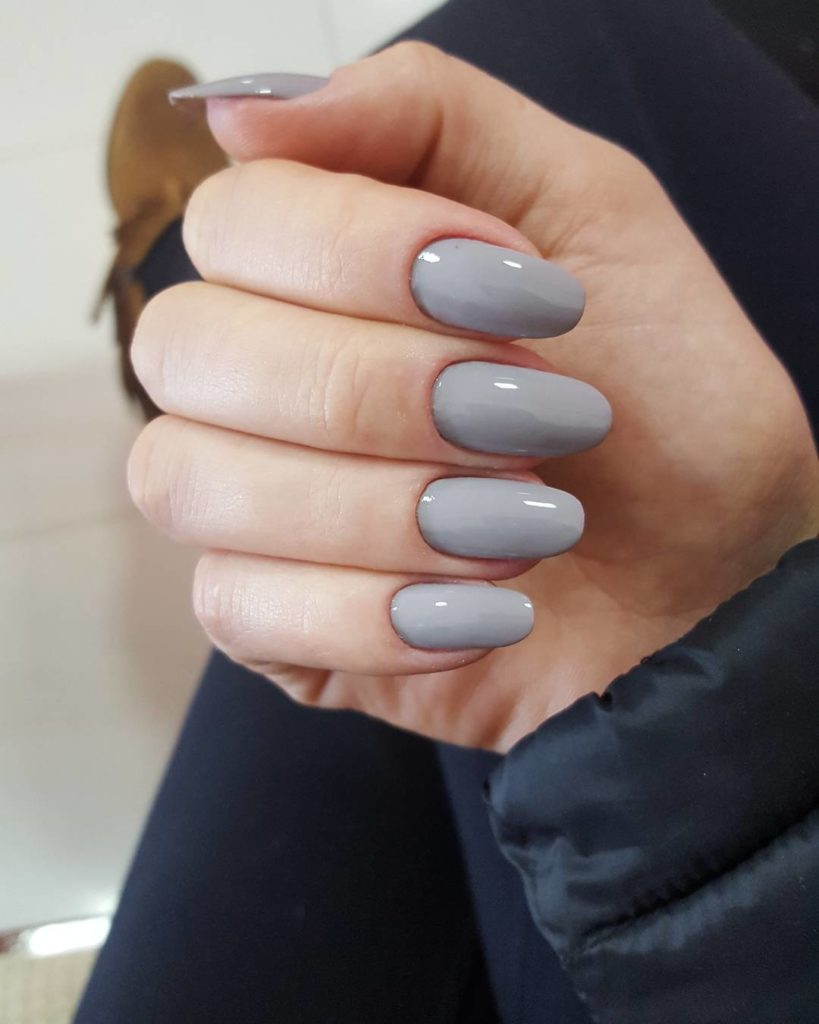 unha oval cinza fibra