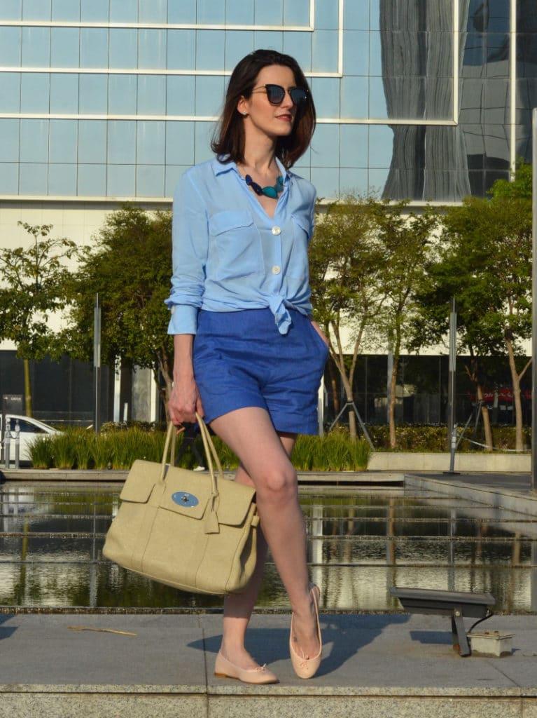 short azul com sapatilha