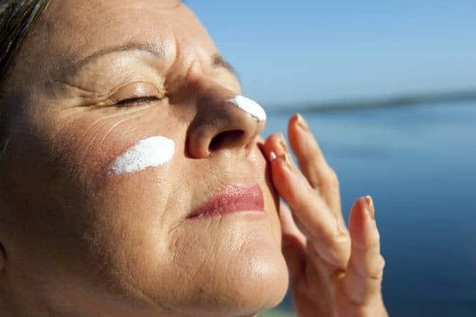 melhor protetor solar para a pele seca com linhas de expressão