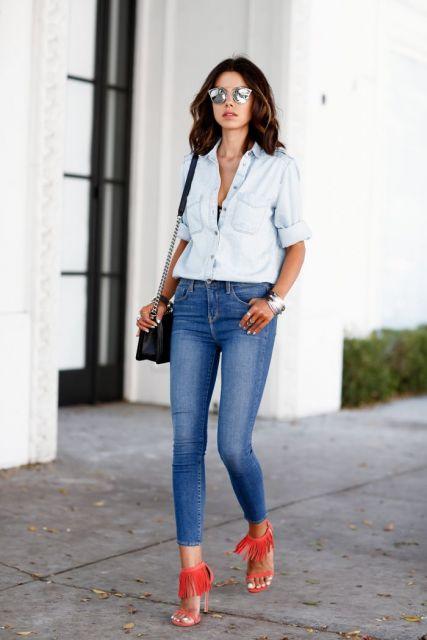 calça jeans e sandalia