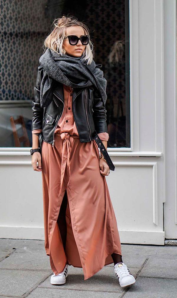 vestido longo com jaqueta de couro