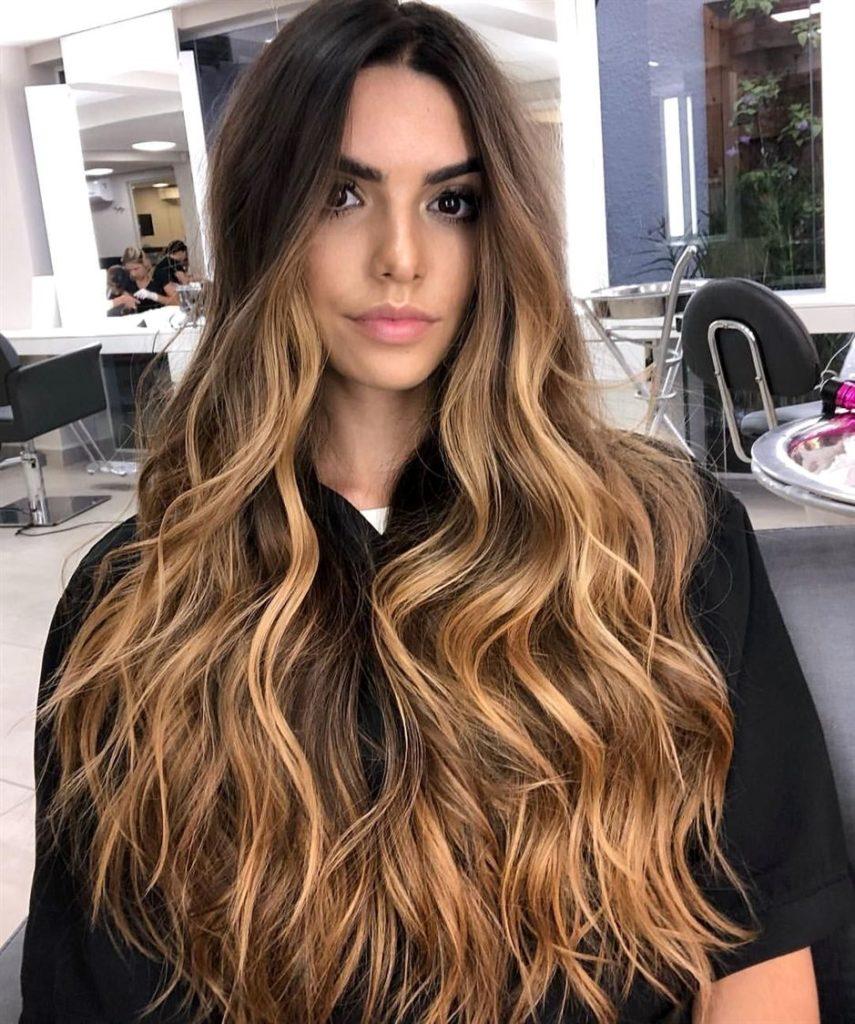 cabelo longo ondulado
