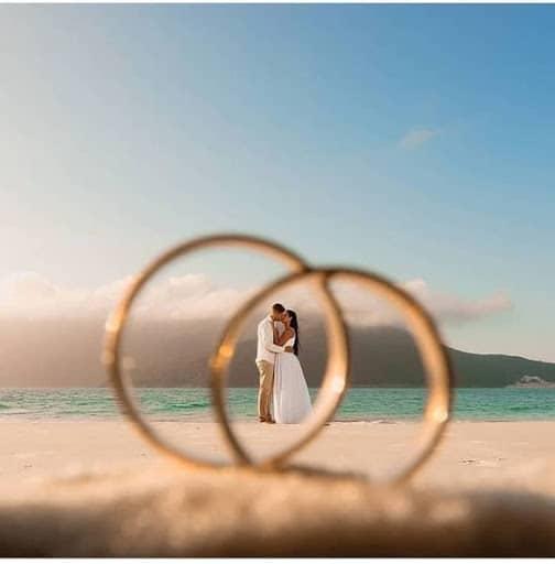 fotos na praia casal aliança
