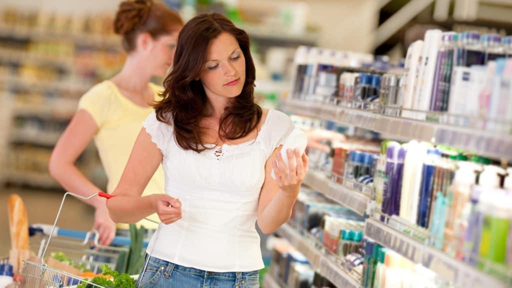 Como escolher o melhor shampoo anticaspas