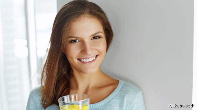 água aromatizada saudável