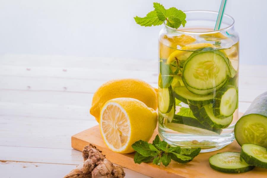 água aromatizada com limão e laranja para imunidade