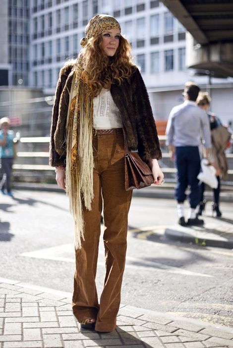 mulher com lenço anos 60
