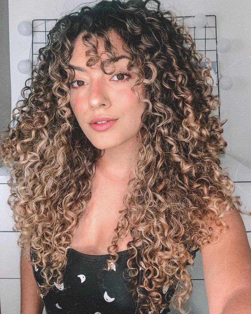mega hair cacheado luzes