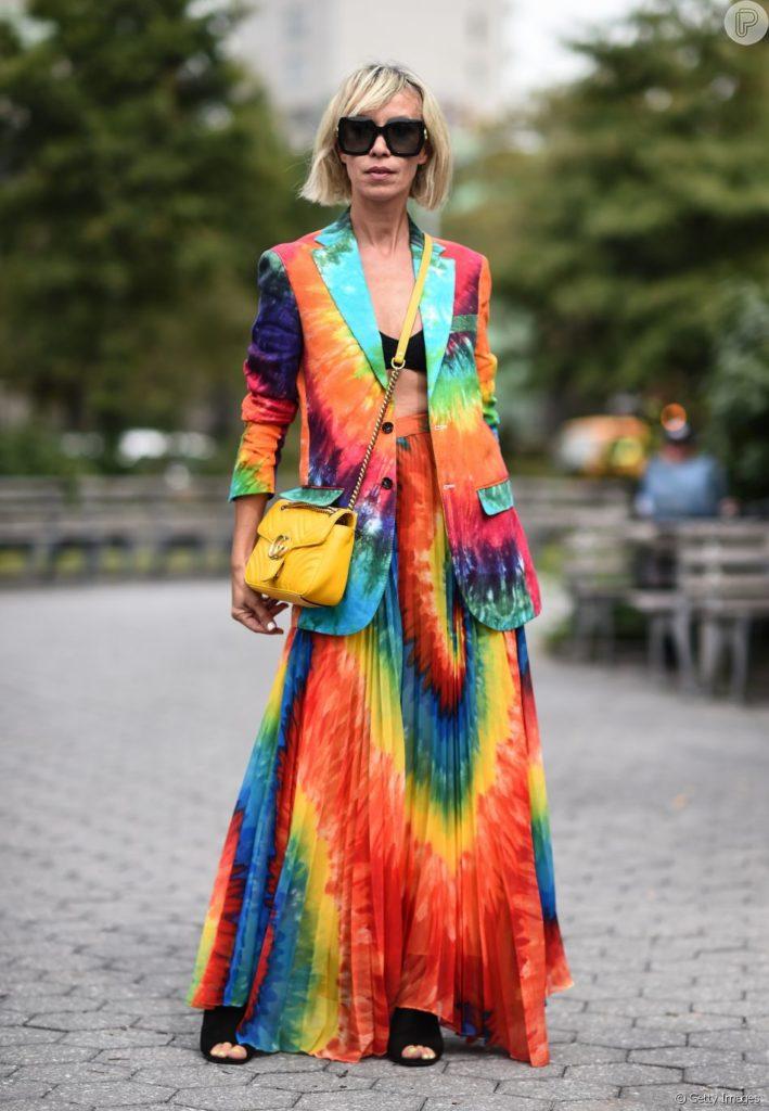 moda hippie colorida tie dye