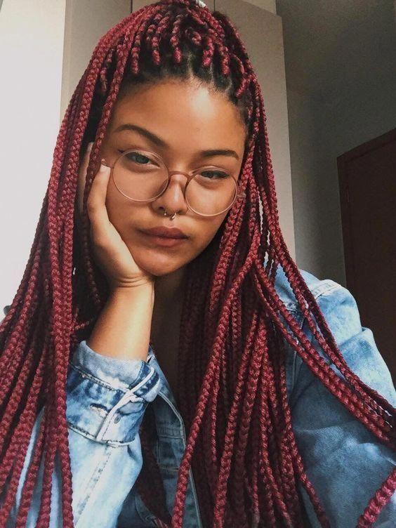 mulher com óculos redondo