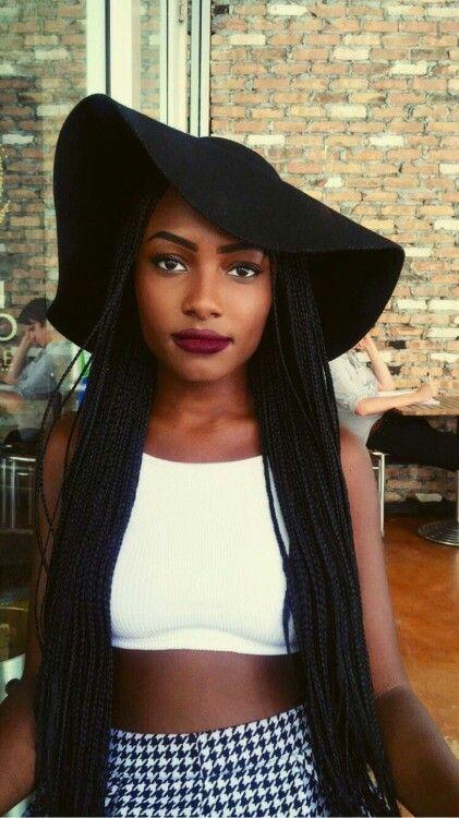 mulher de chapéu