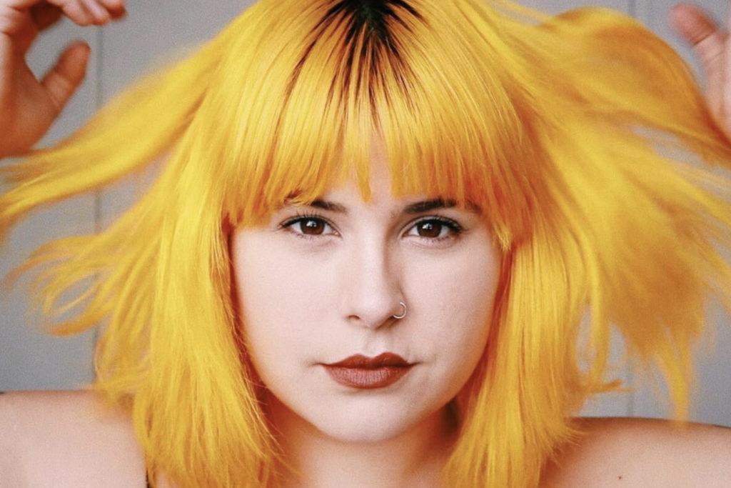 cabelo colorido amarelo