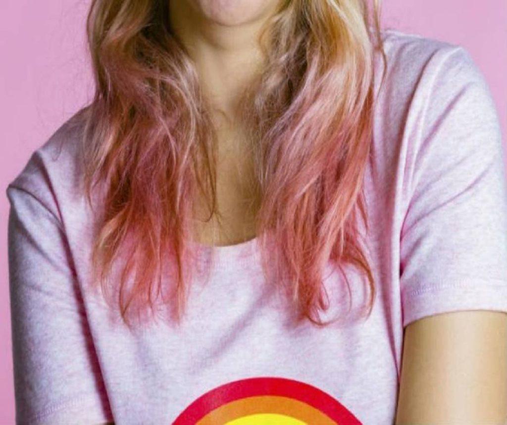 cabelo colorido com papel crepom
