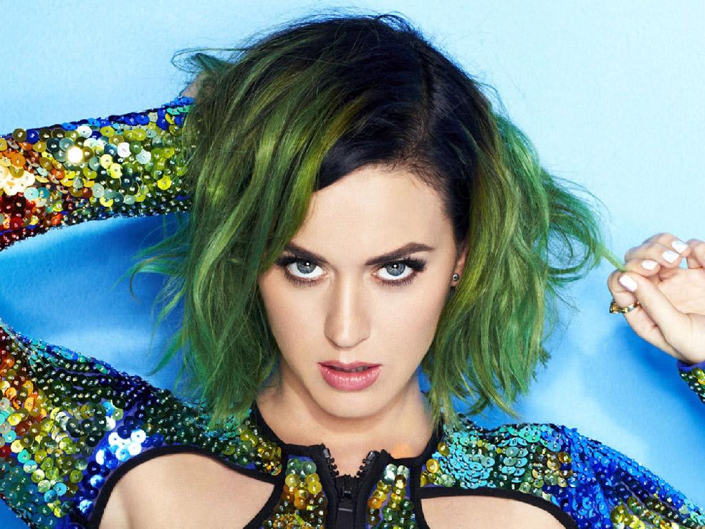 Katy Perry cabelo colorido verde