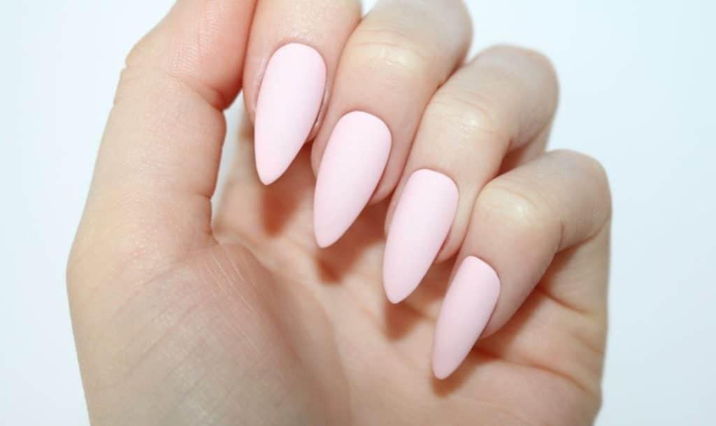 unha stiletto rosa