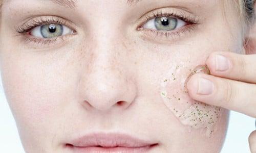 dicas para escolher o melhor esfoliante para o rosto