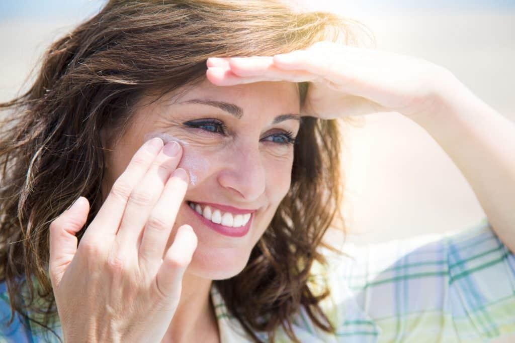 melhores protetores solares para pele oleosa