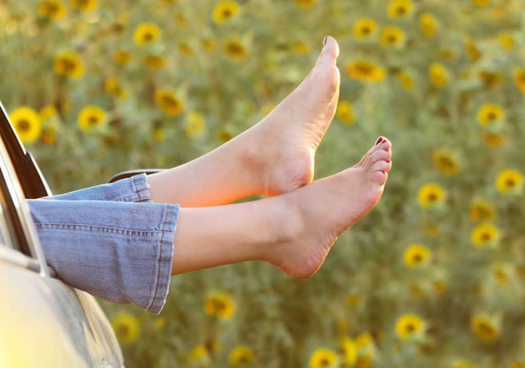 como evitar o mau cheiro nos pés